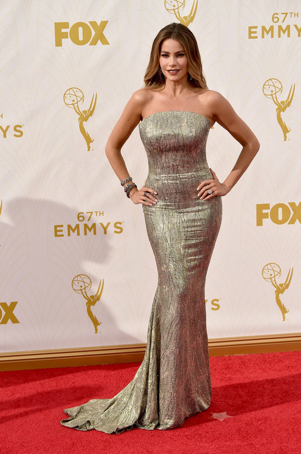 nemuna-sofia-vergara-emmys-red-carpet-2015