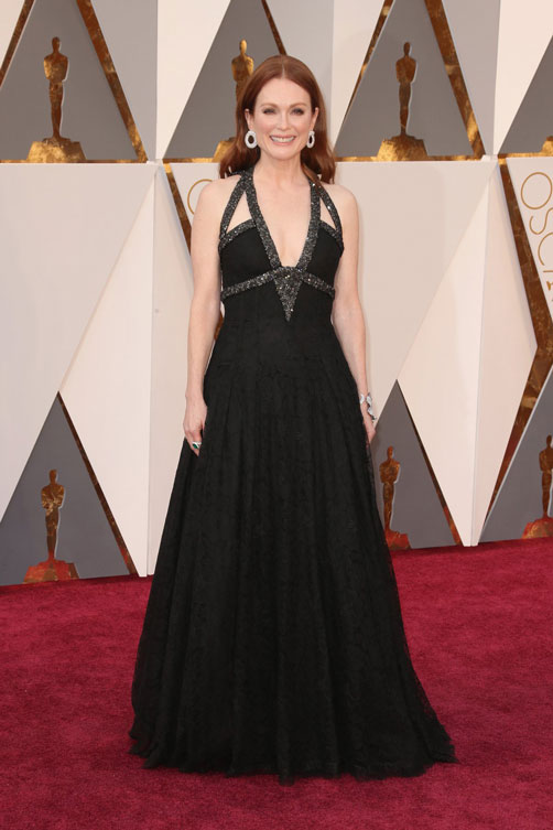 julianne-moore-oscars-red-carpet-2016