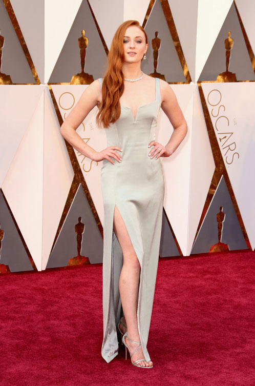 sophie-turner-oscars-red-carpet-2016